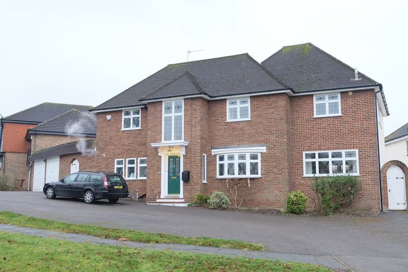 5 Bedrooms Detached House for sale in The Close, Wilmington