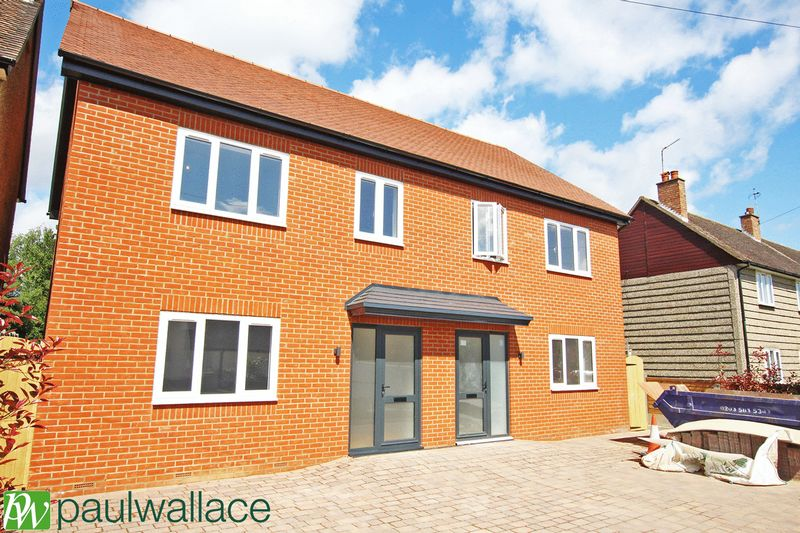 4 Bedrooms Semi Detached House for sale in Frenchs Close, Stanstead Abbotts