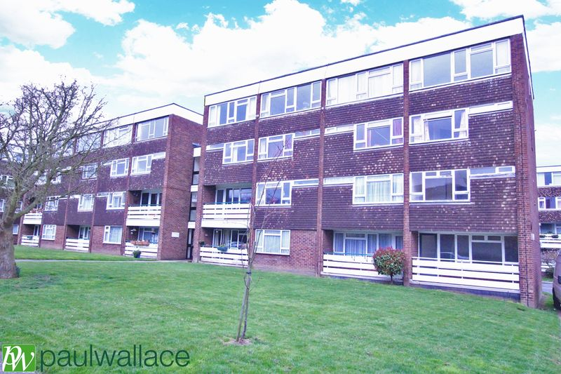2 Bedrooms Flat for sale in Park Court, Harlow