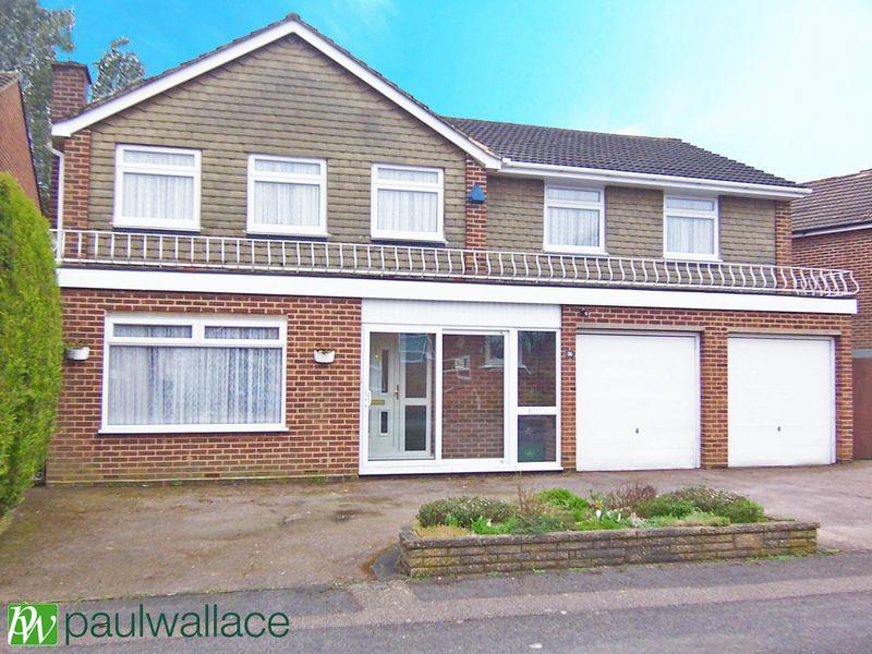 5 Bedrooms Detached House for sale in Woodstock Road, Broxbourne