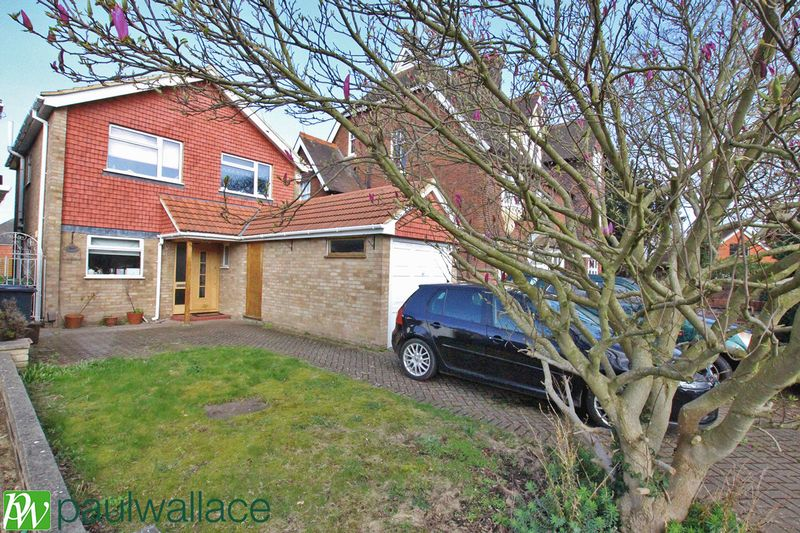 4 Bedrooms Detached House for sale in St Catharines Road, Broxbourne
