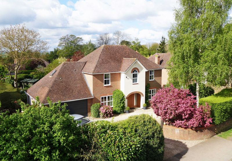 4 Bedrooms Detached House for sale in Long Crendon, Buckinghamshire