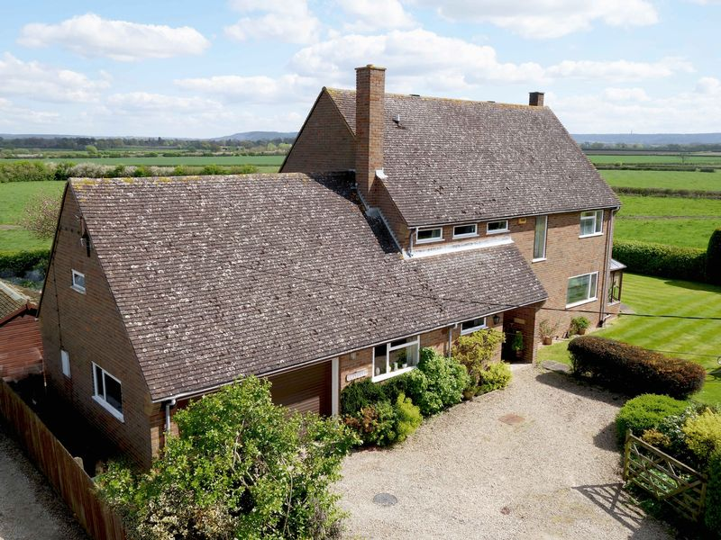 4 Bedrooms Detached House for sale in Moreton, Thame