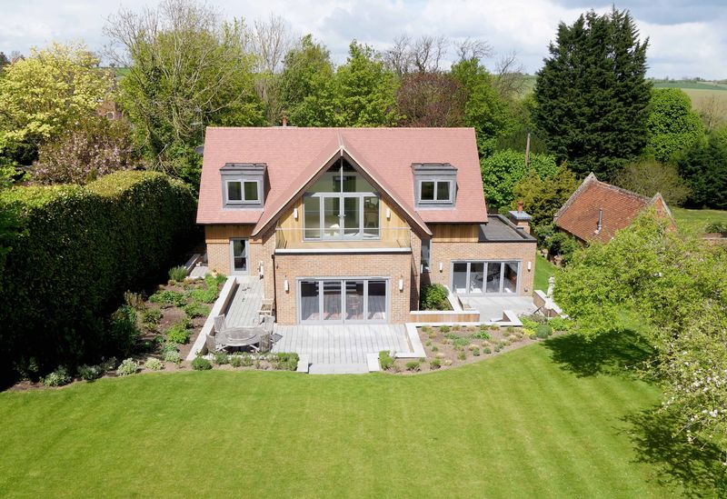 5 Bedrooms Detached House for sale in Chearsley, Buckinghamshire