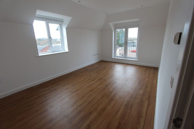 3 Bedrooms Flat for sale in Savoy Road, Brislington, Bristol