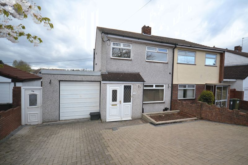 3 Bedrooms Semi Detached House for sale in Woodside Road, Kingswood, Bristol