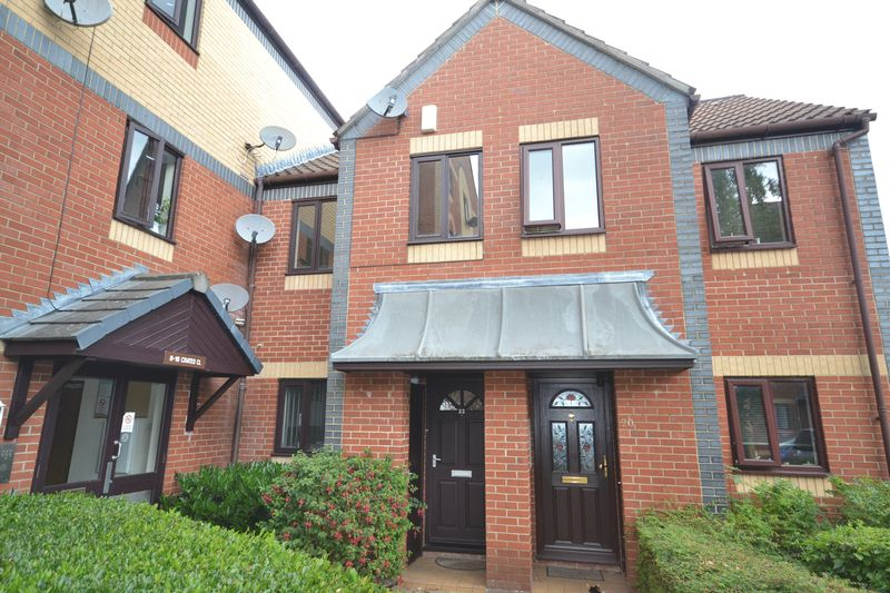 2 Bedrooms Terraced House for sale in Crates Close, Kingswood, Bristol