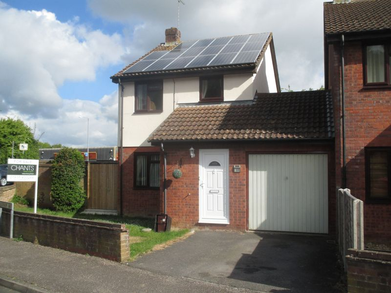 3 Bedrooms Detached House for sale in Laburnum Way, Yeovil