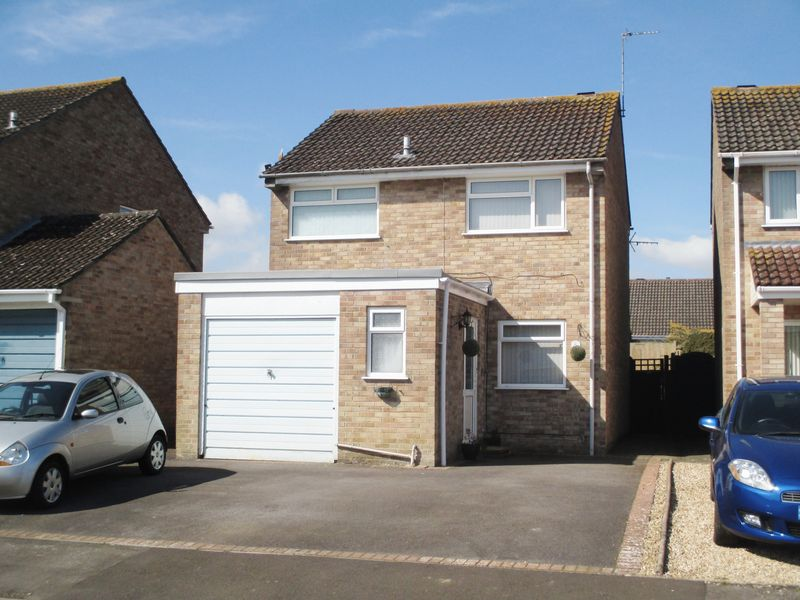 3 Bedrooms Detached House for sale in Trent Close, Yeovil
