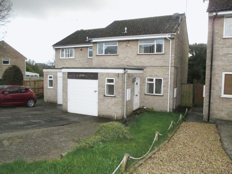 3 Bedrooms Semi Detached House for sale in Romsey Road, Yeovil