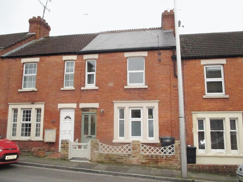 2 Bedrooms Terraced House for sale in Victoria Road, Yeovil
