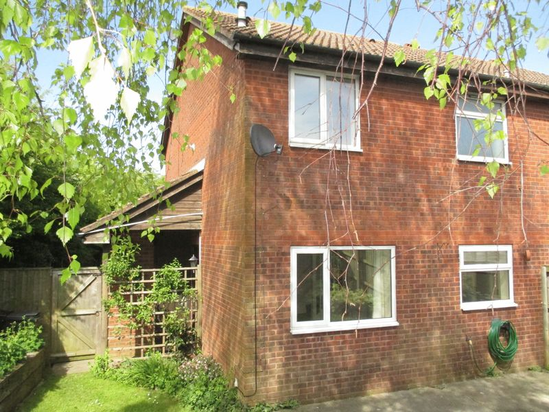 1 Bedroom Terraced House for sale in The Briars, Yeovil