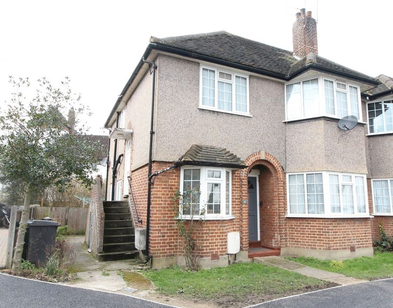 2 Bedrooms Flat for sale in Welbeck Close, North Finchley