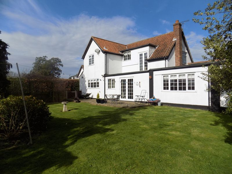 4 Bedrooms Detached House for sale in Beccles Road, Fritton, Great Yarmouth