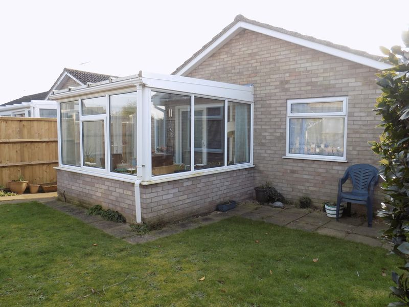 2 Bedrooms Detached Bungalow for sale in Silver Gardens, Belton, Great Yarmouth