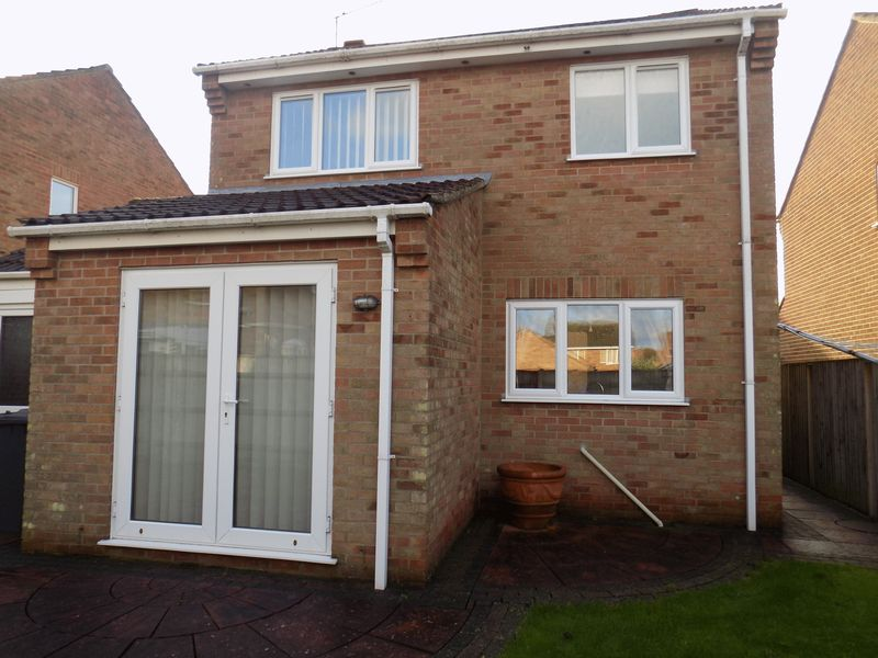 3 Bedrooms Detached House for sale in Falkland Way, Bradwell, Great Yarmouth