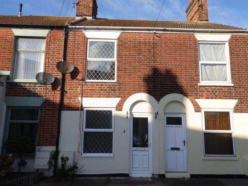 2 Bedrooms Terraced House for sale in Riverside Road, Gorleston, Great Yarmouth