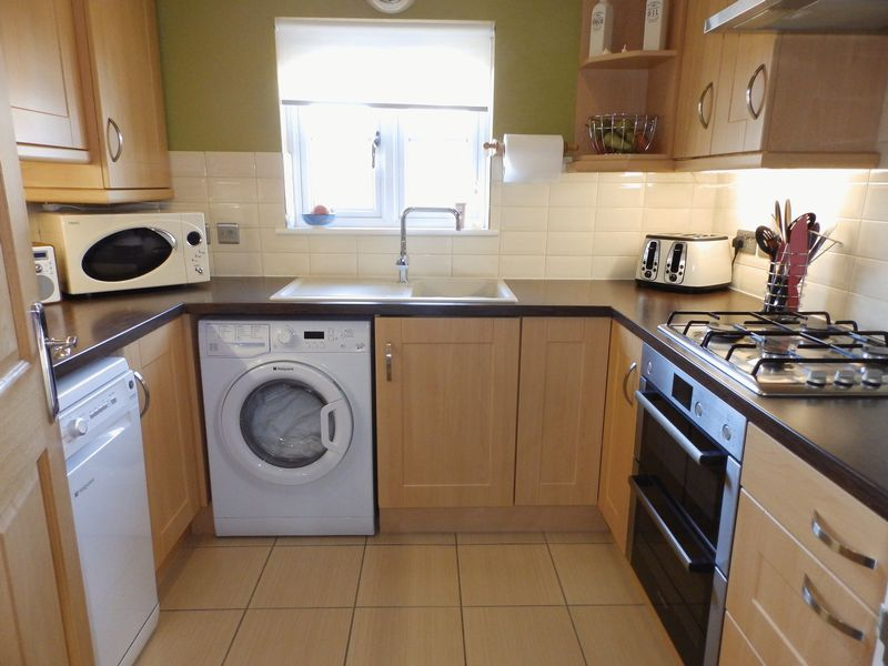 2 Bedrooms Flat for sale in Royal Sovereign Crescent, Bradwell, Great Yarmouth