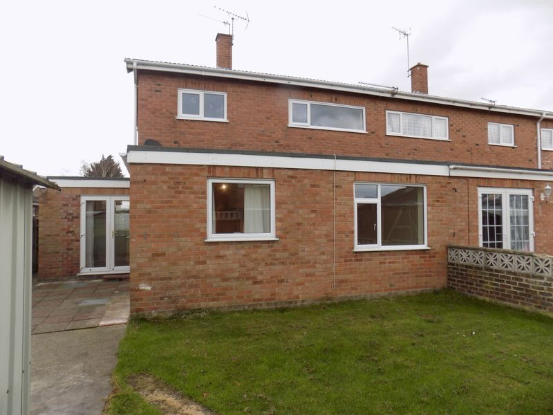 3 Bedrooms Semi Detached House for sale in Heather Gardens, Belton, Great Yarmouth