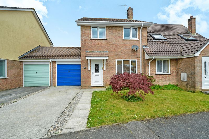 3 Bedrooms Semi Detached House for sale in Carne View Road, Probus
