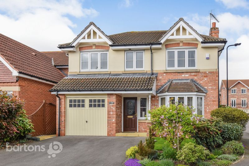 4 Bedrooms Detached House for sale in Balmer Rise, Bramley