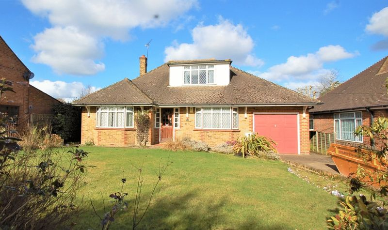 4 Bedrooms Detached Bungalow for sale in Holmer Green