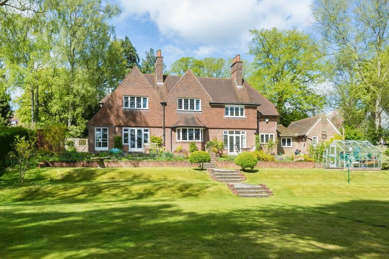 4 Bedrooms Detached House for sale in Amersham Road High Wycombe
