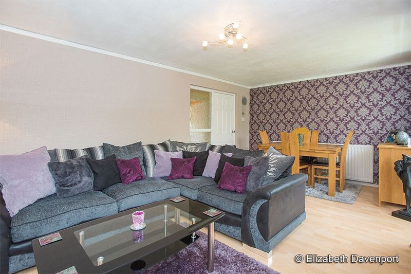 3 Bedrooms Flat for sale in Verbena Close, Coventry