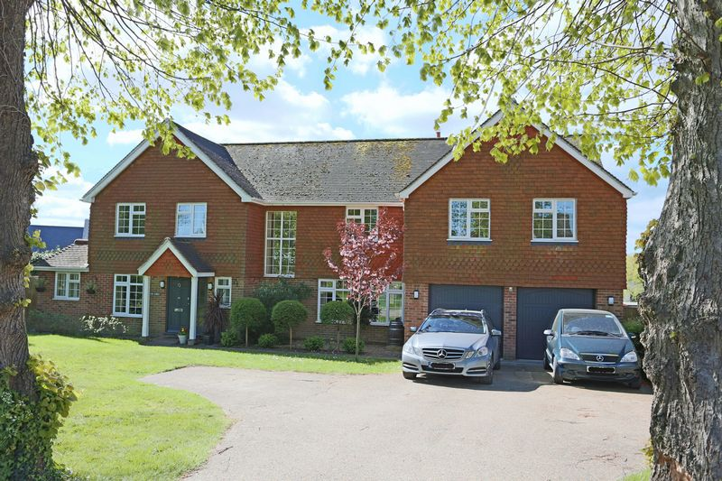 5 Bedrooms Detached House for sale in Manor Drive, Cuckfield