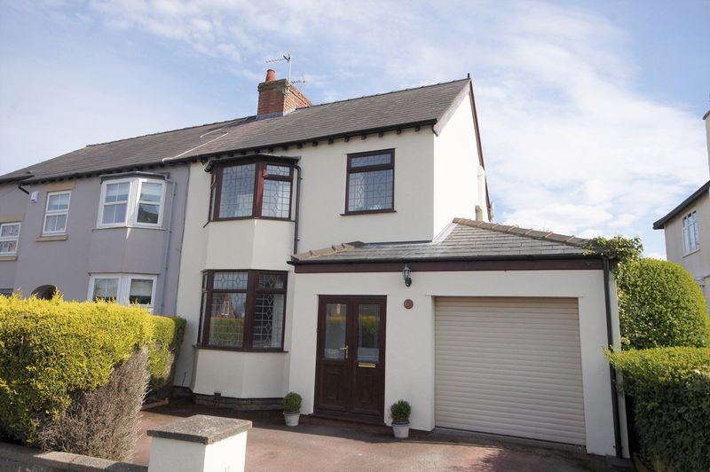 3 Bedrooms Semi Detached House for sale in Poll Hill Road, Heswall