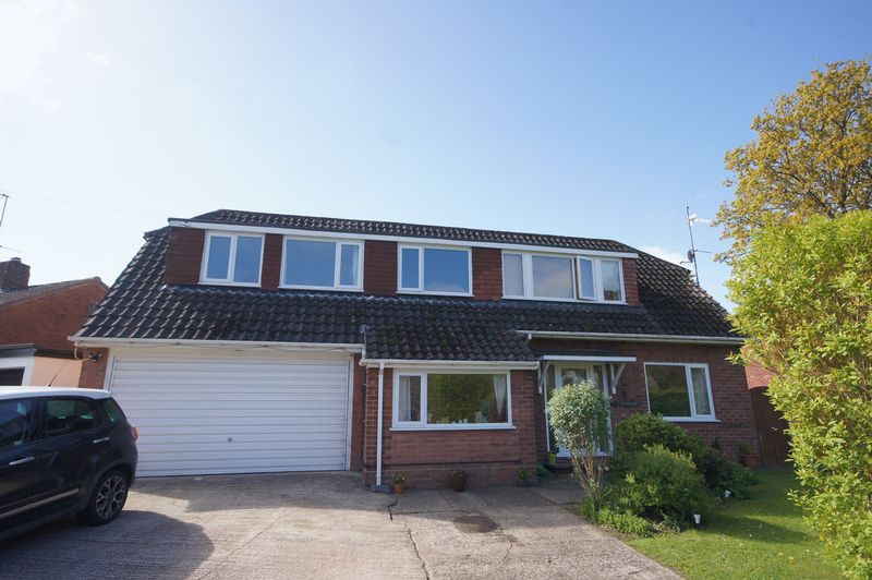 4 Bedrooms Detached House for sale in Allans Meadow, Neston