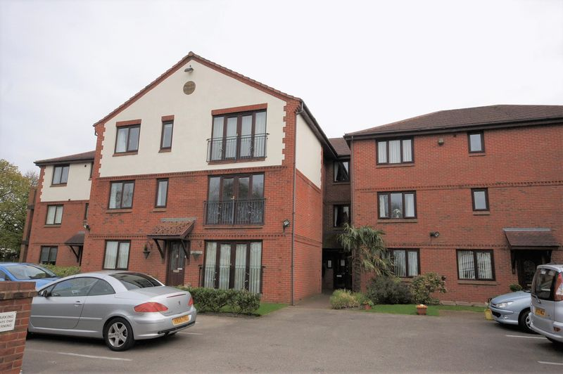 2 Bedrooms Flat for sale in Manor Court, Irby
