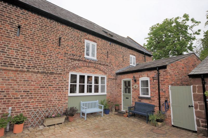 3 Bedrooms Terraced House for sale in The East Threshing Barn, Old Hall Lane, Puddington