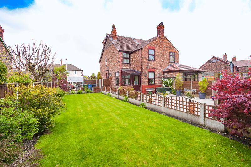 3 Bedrooms Semi Detached House for sale in Birtles Road, Warrington