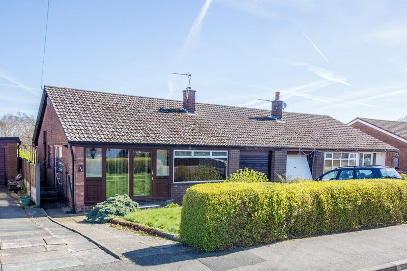 2 Bedrooms Semi Detached Bungalow for sale in Windsor Road, Ashton