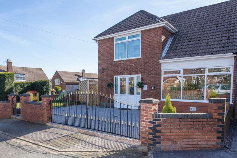 3 Bedrooms Semi Detached House for sale in Priory Close, Orrell