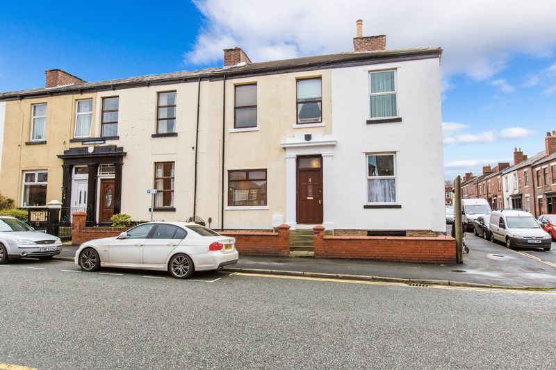 3 Bedrooms Terraced House for sale in Lansdowne Terrace, Swinley
