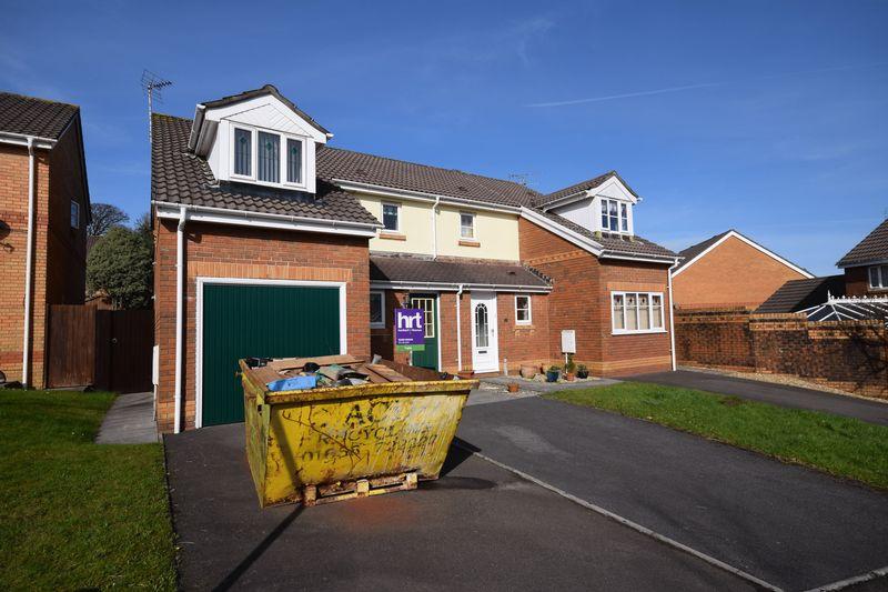 3 Bedrooms Semi Detached House for sale in Coed Y Gog, Bridgend