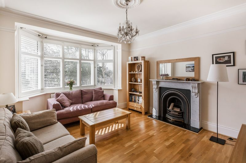 4 Bedrooms Semi Detached House for sale in Downs Court Road, Purley