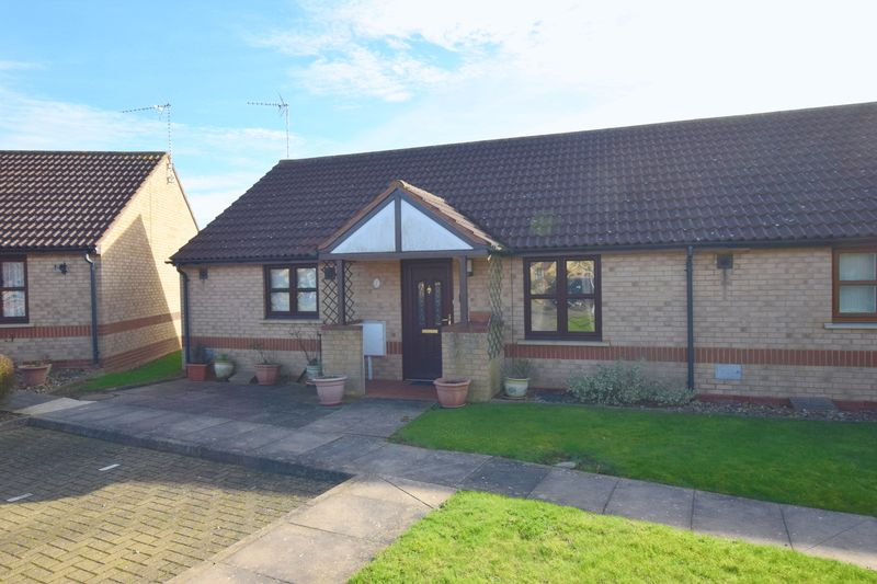 2 Bedrooms Bungalow for sale in Epsom Grove, Bletchley, Milton Keynes