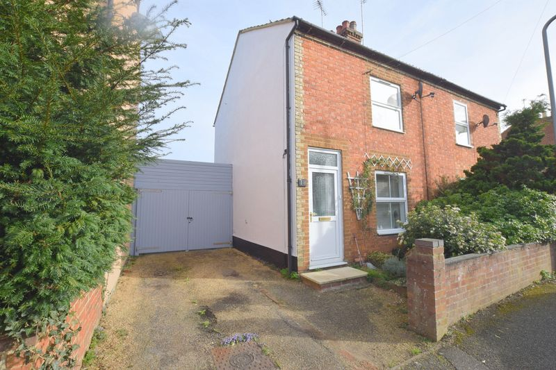 2 Bedrooms Semi Detached House for sale in Napier Street, Bletchley, Milton Keynes