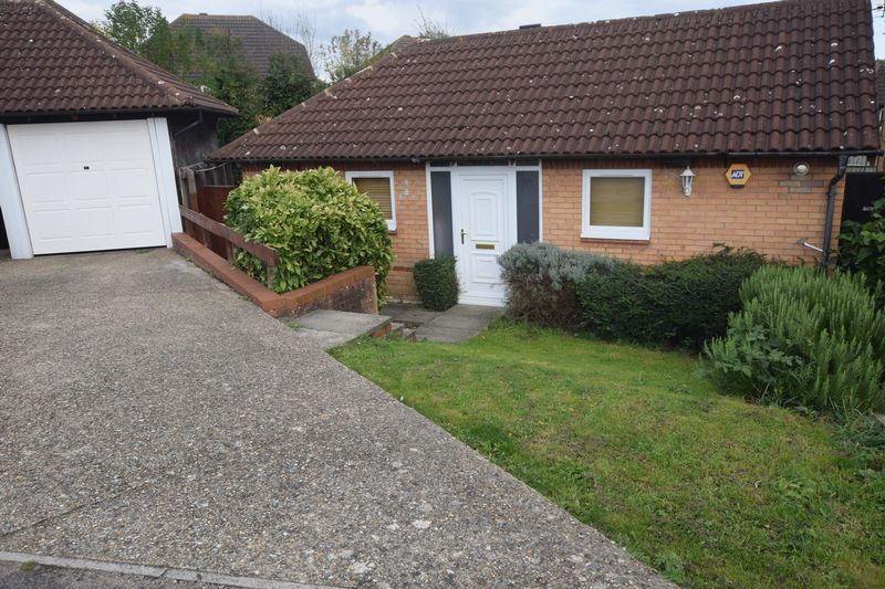 2 Bedrooms Detached Bungalow for sale in Chepstow Drive, Bletchley, Milton Keynes