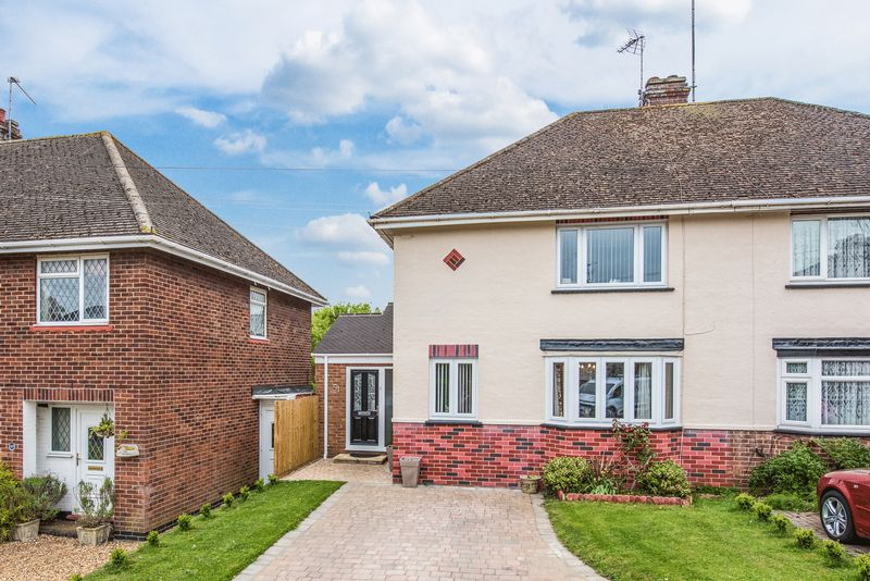 2 Bedrooms Semi Detached House for sale in Larch Grove, Bletchley, Milton Keynes