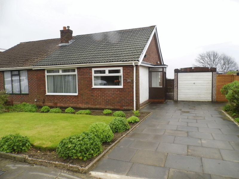 2 Bedrooms Semi Detached Bungalow for sale in Beehive Green, Bolton