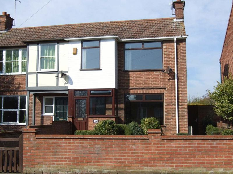 3 Bedrooms Semi Detached House for sale in Great Yarmouth