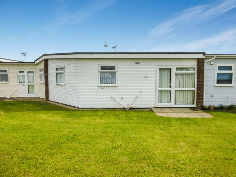 2 Bedrooms Terraced House for sale in Winterton on Sea