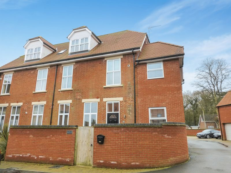 3 Bedrooms Terraced House for sale in Ormesby St Margaret