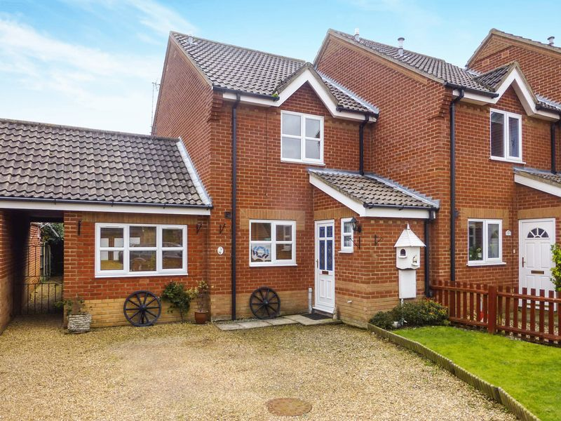 2 Bedrooms Terraced House for sale in Martham
