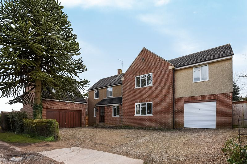 5 Bedrooms Detached House for sale in The Drive, Wotton-Under-Edge