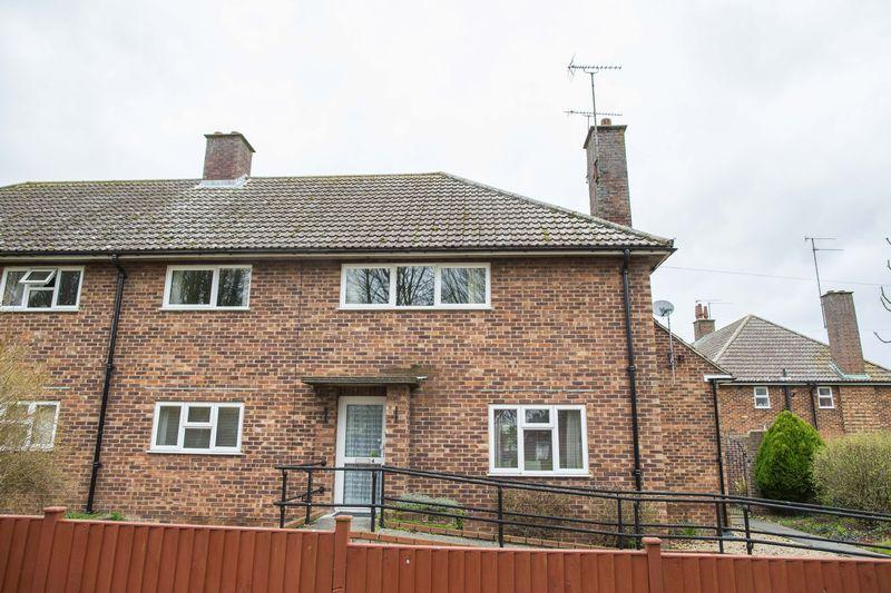 2 Bedrooms Flat for sale in Derwent Road, Bury St. Edmunds